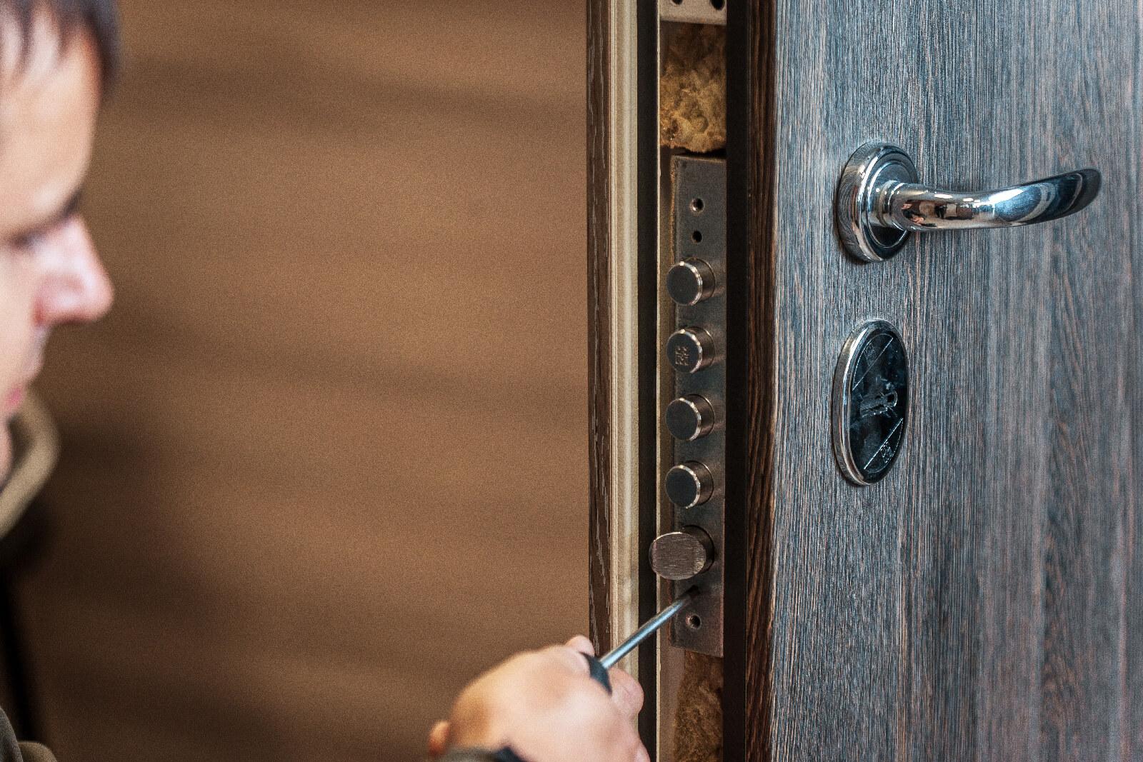 Spynų Meistras - patikimos ir saugios namų durų spynos remontas ir montavimas